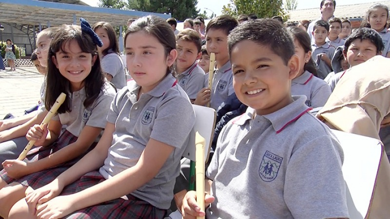 Life smiles at the children of Lo Figueroa